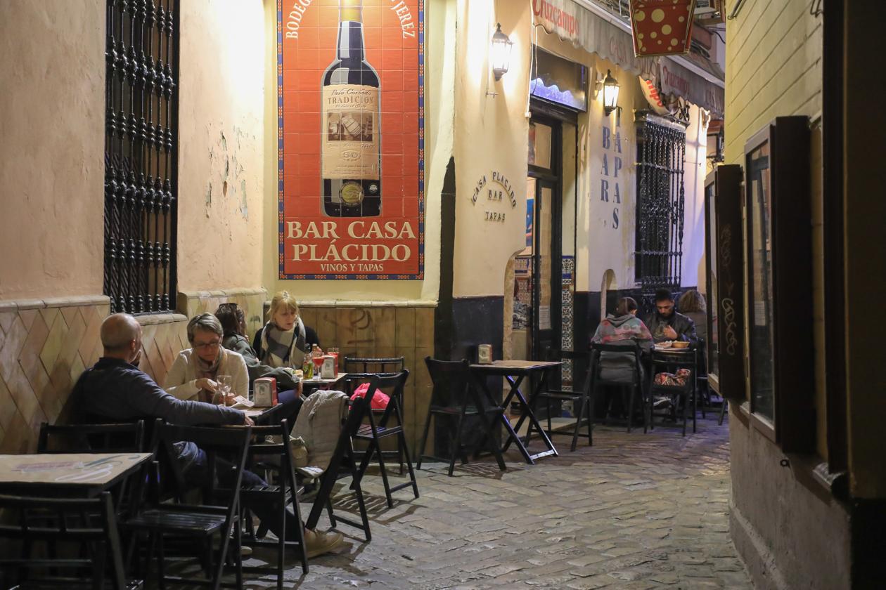 sevilla-straatje-santa-cruz-avond