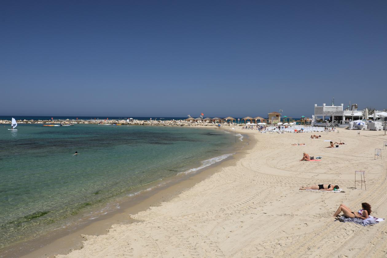 tel-aviv-hilton-beach