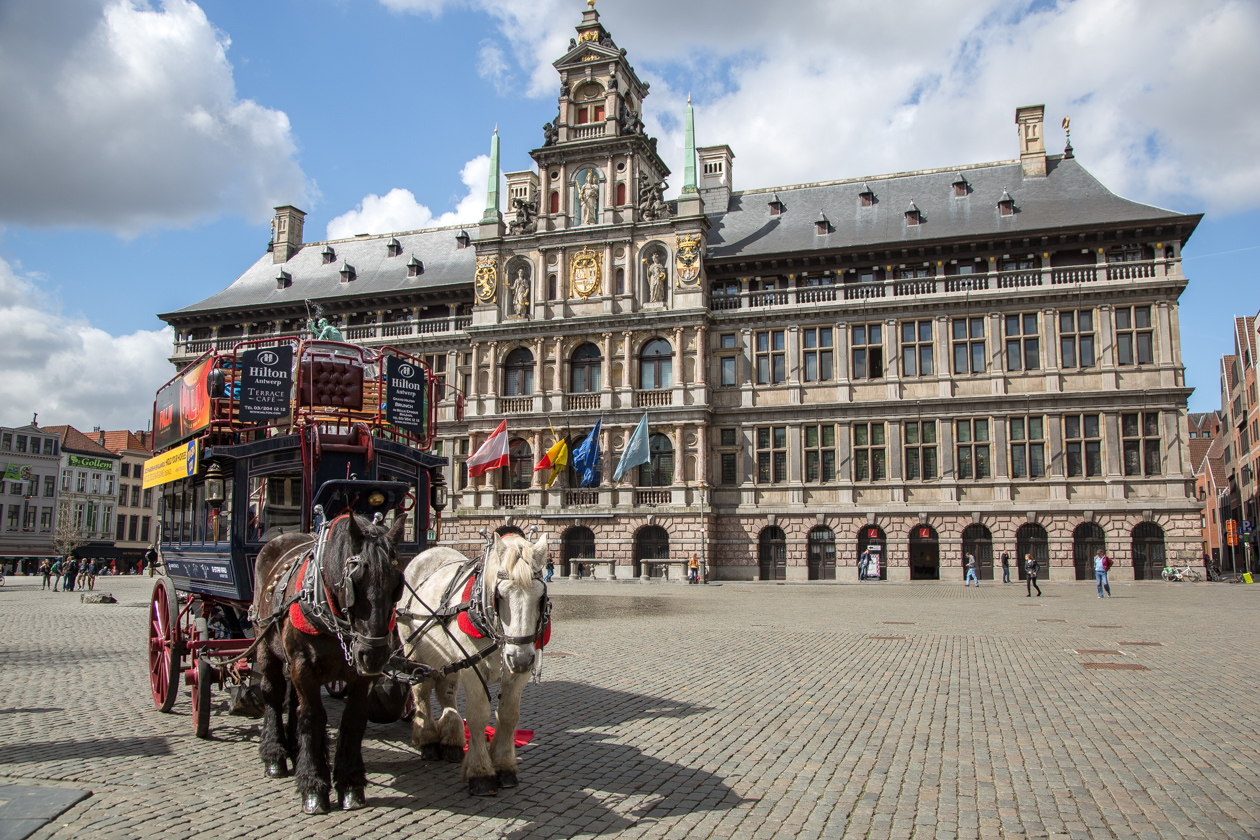 antwerpen-stadhuis-en-paardenkoets