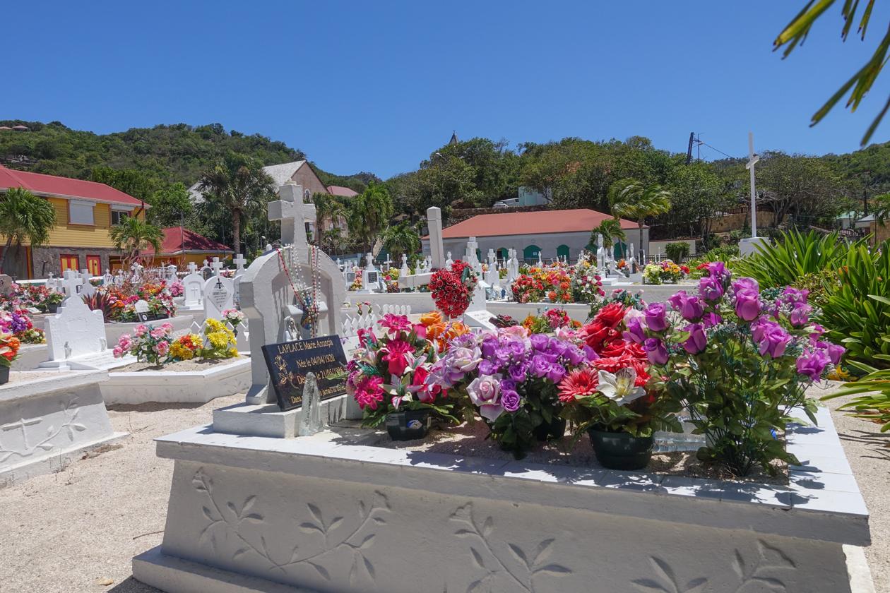 saint-barthelemy-kleurrijke-graven