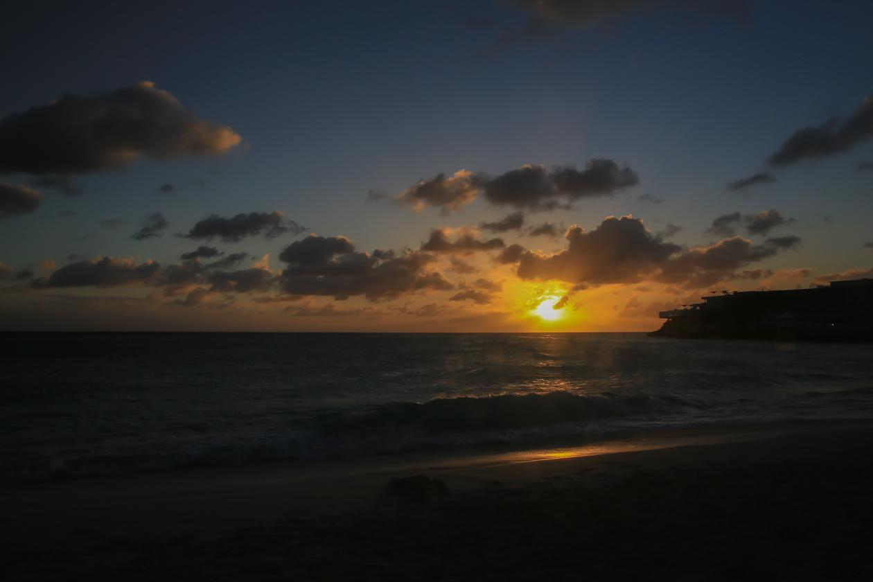 sintmaarten-zonsondergang-boven-maho-beach