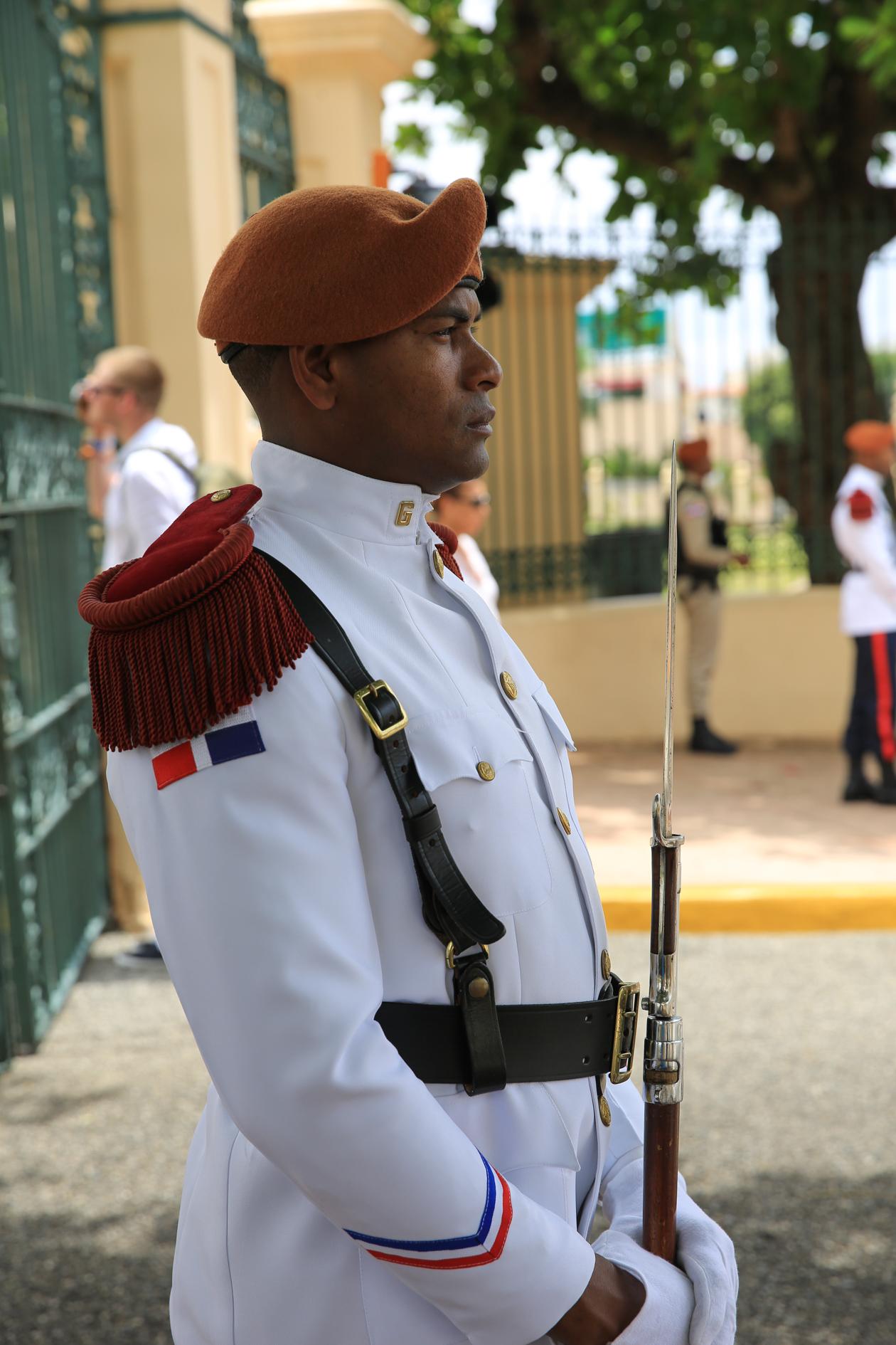 santodomingo-nationaal-paleis-erewacht