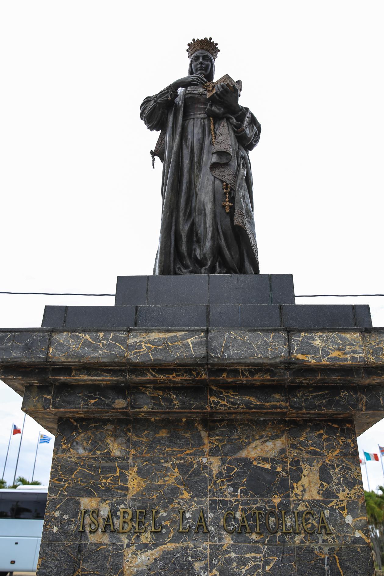 santodomingo-standbeedl-isabel-la-catolica