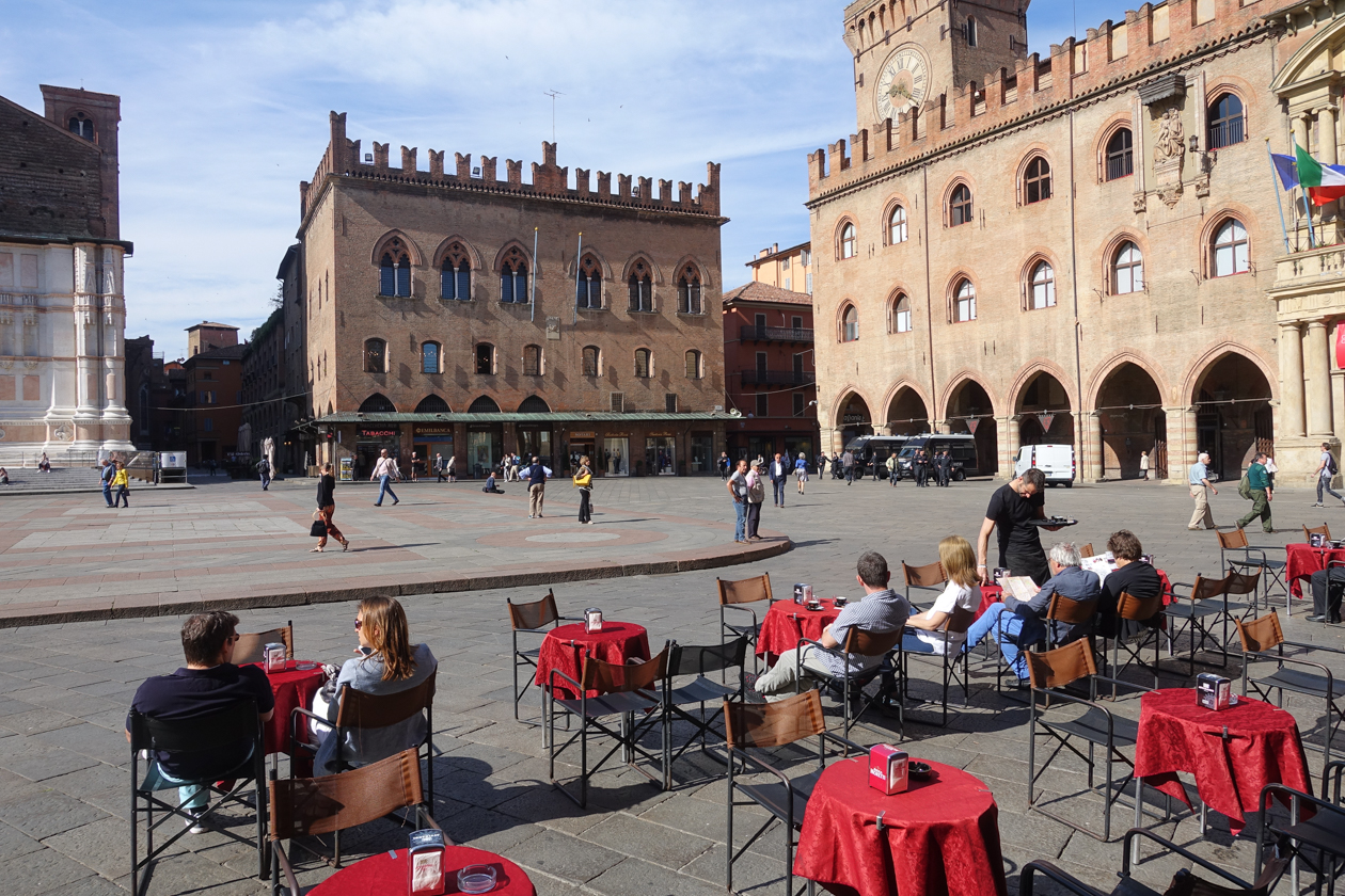 bologna-terras-piazza-maggiore