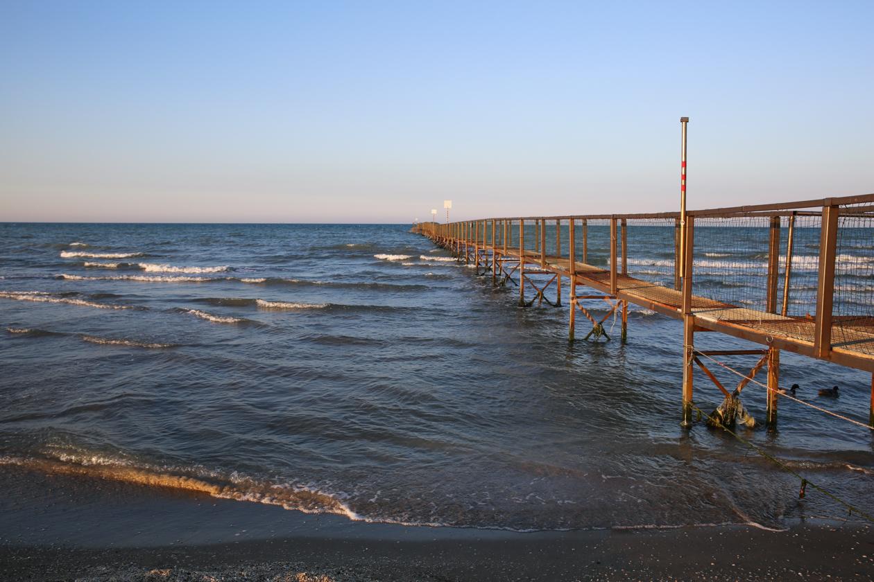 rimini-ijzeren-pad-in-zee
