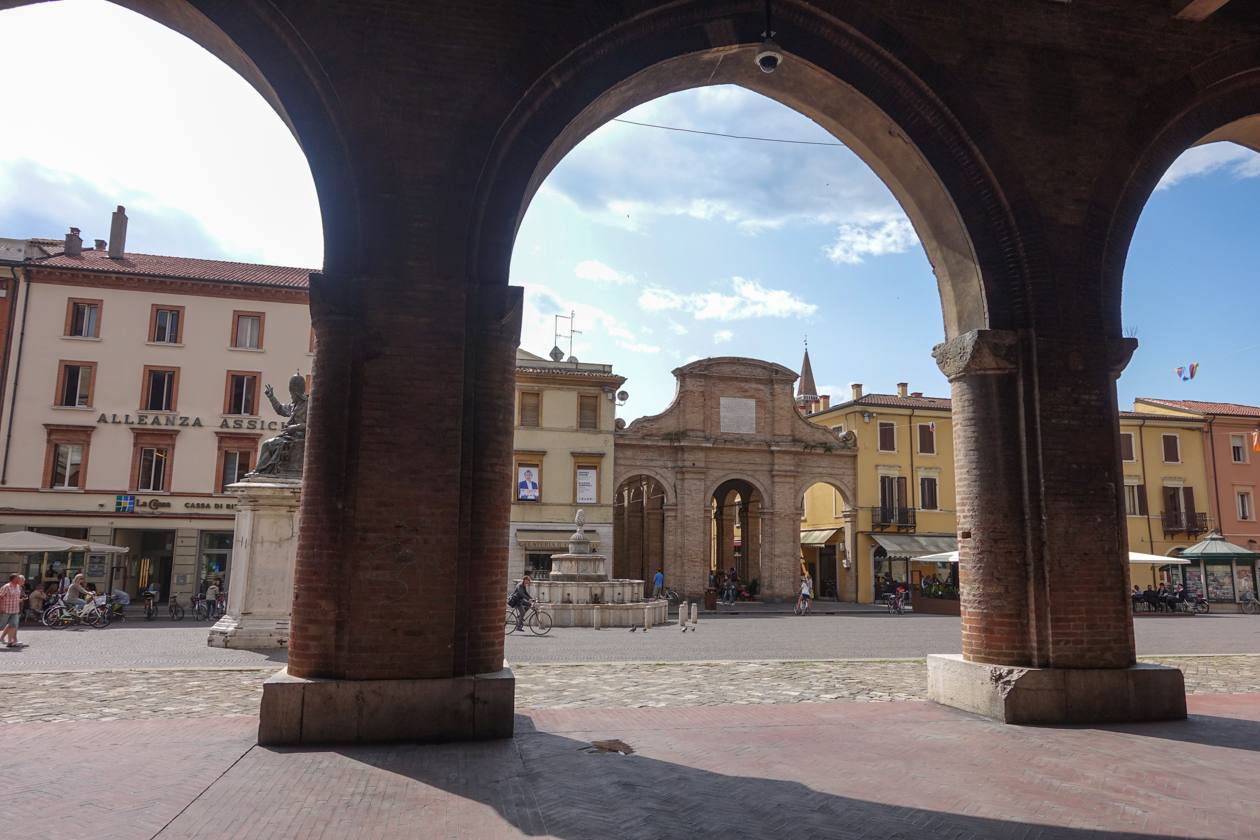 rimini-piazza-cavour-oude-vismarkt