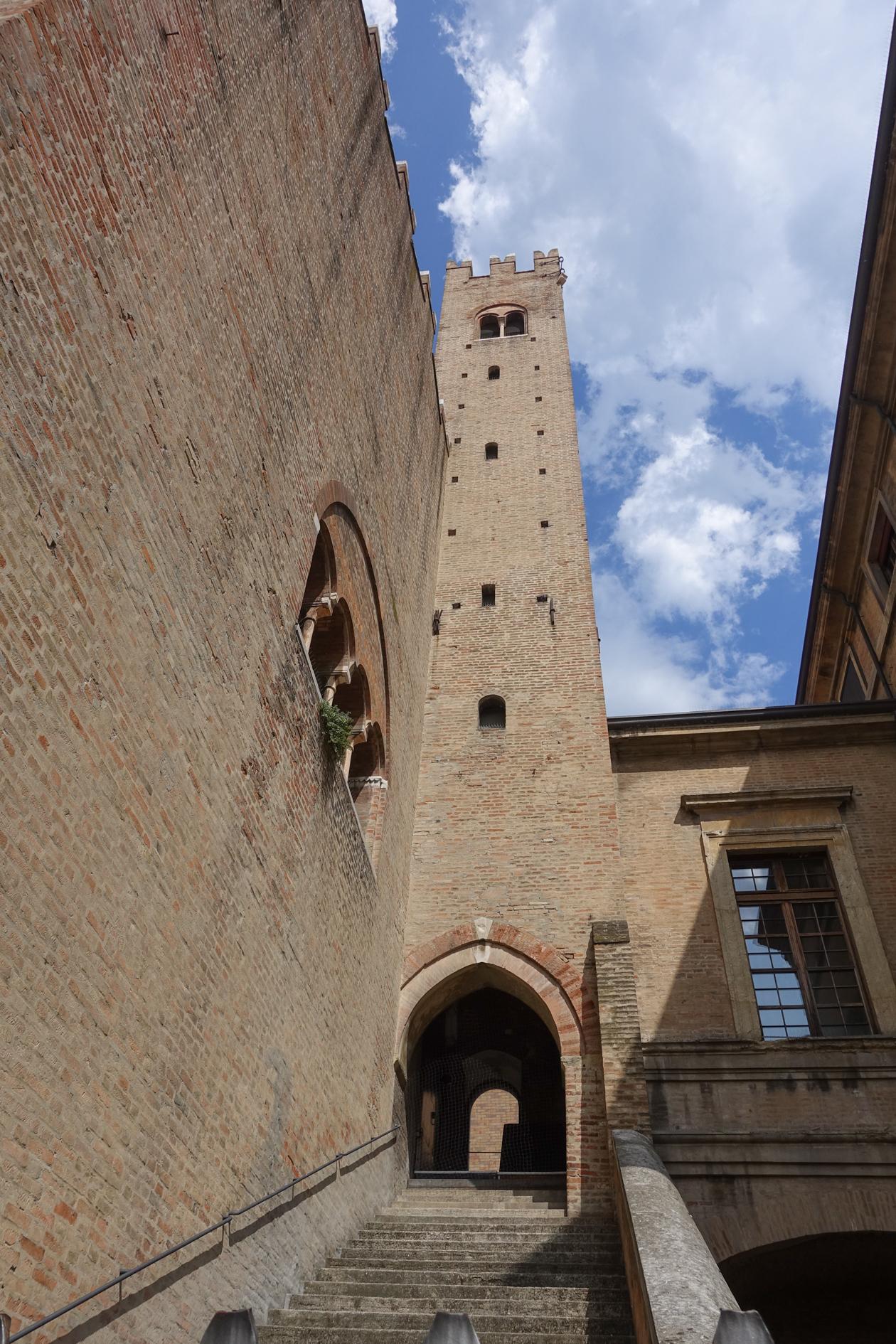 rimini-piazza-cavour-palazzo-del-podesta