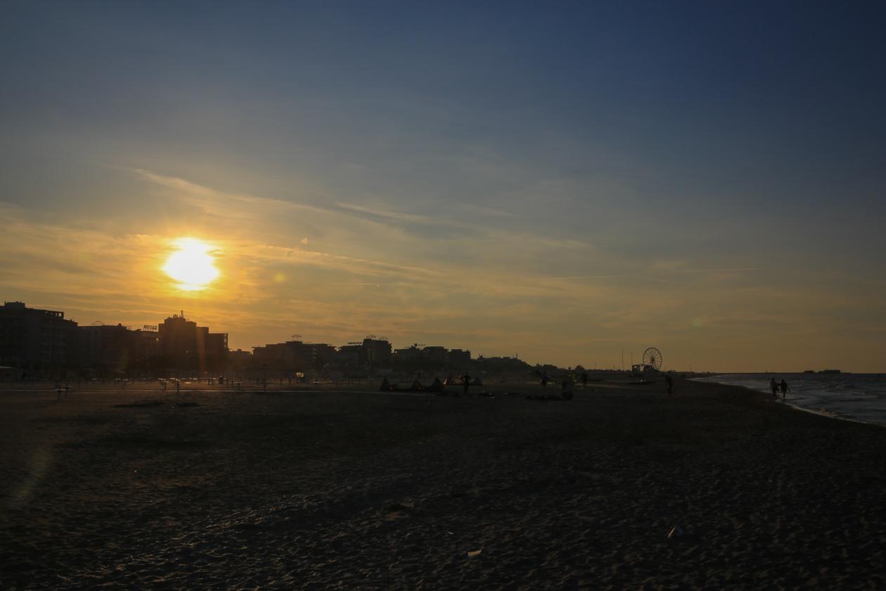 rimini-zonsondergang-boven-strand