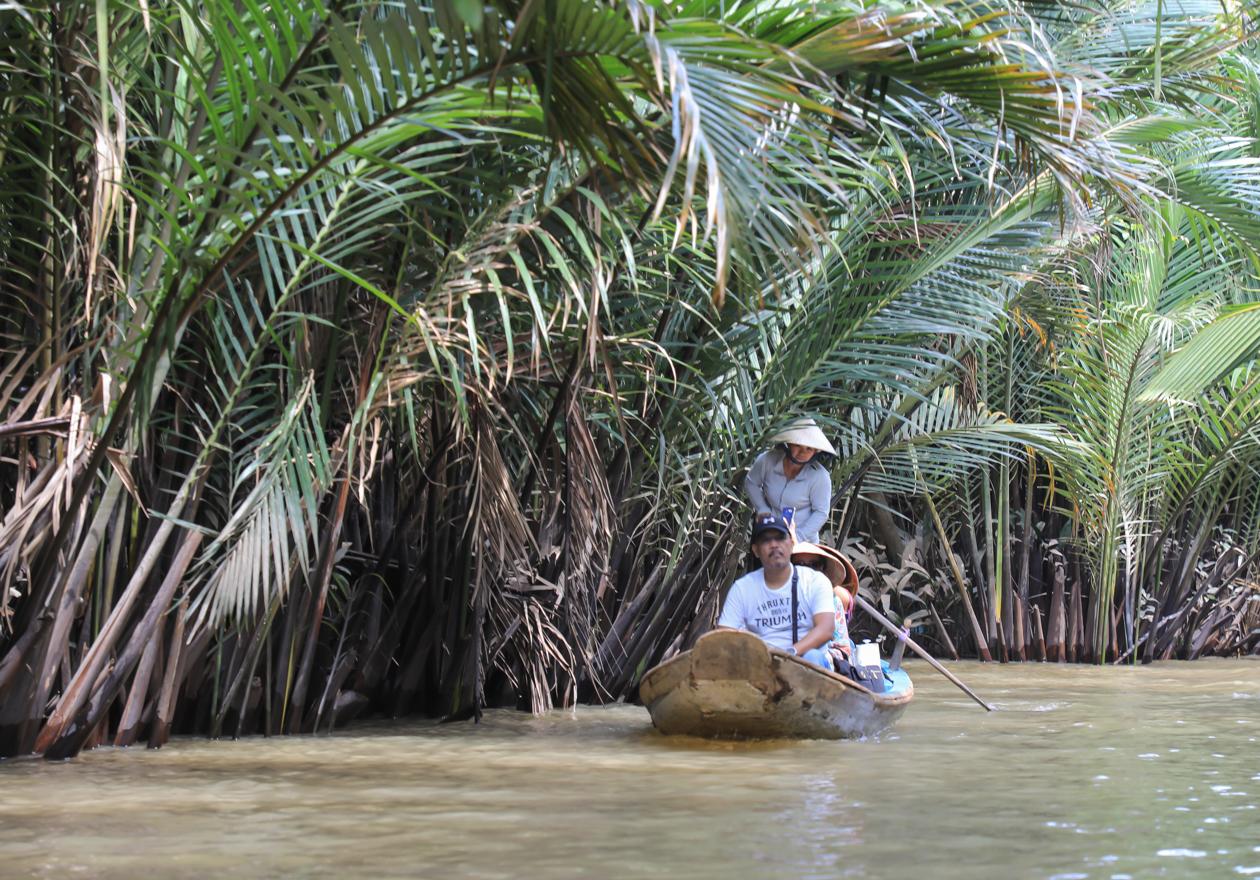 vietnam-mekong-delta-sampan