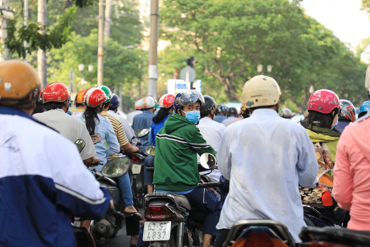 vietnam-saigon-scooters