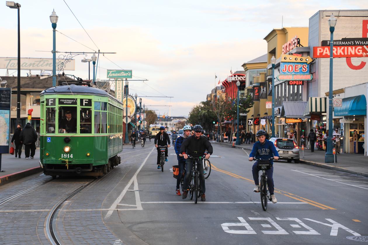 sanfrancisco-tram-fietsers-fishetmanswharf