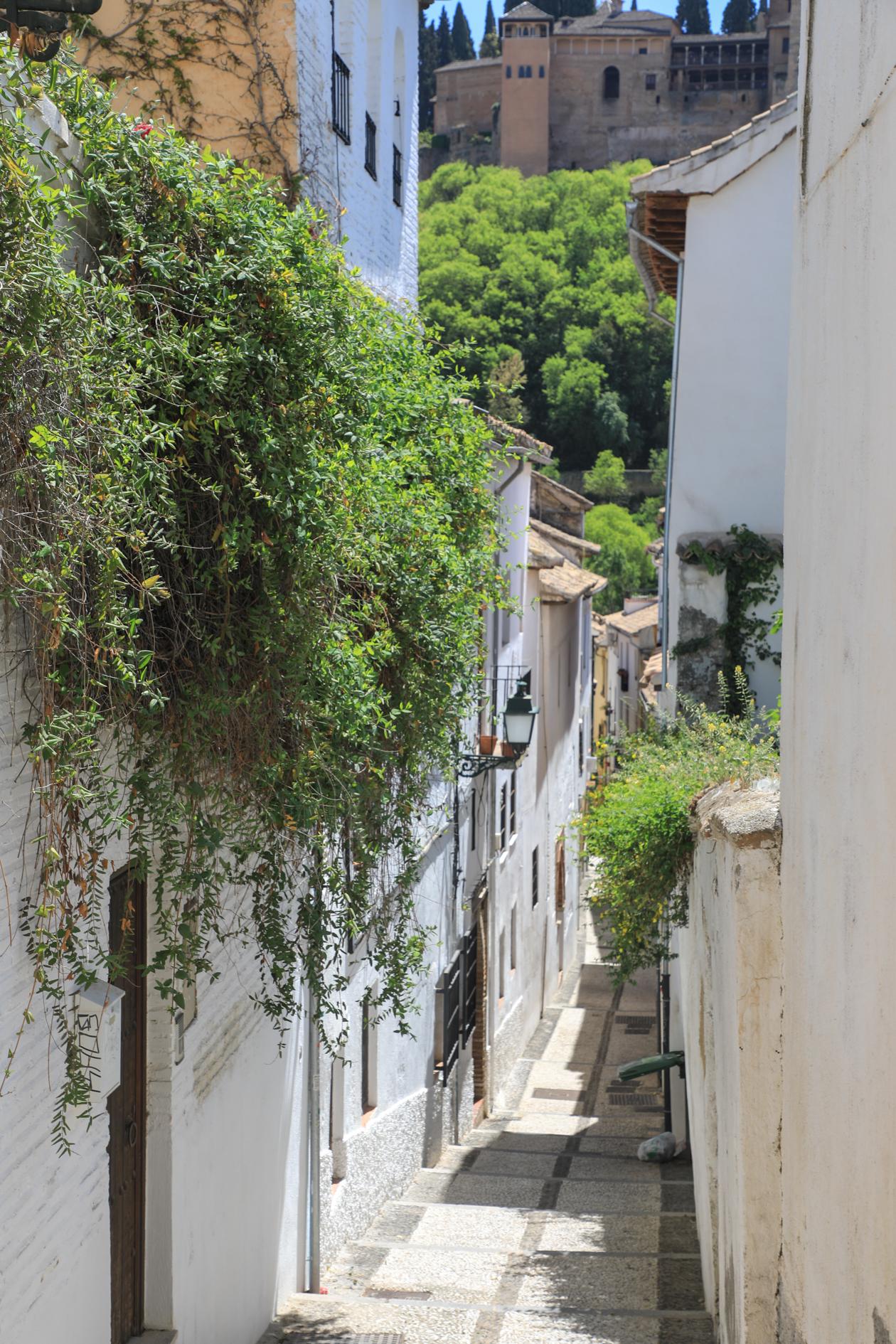 granada-albaicin-nauw-straatje