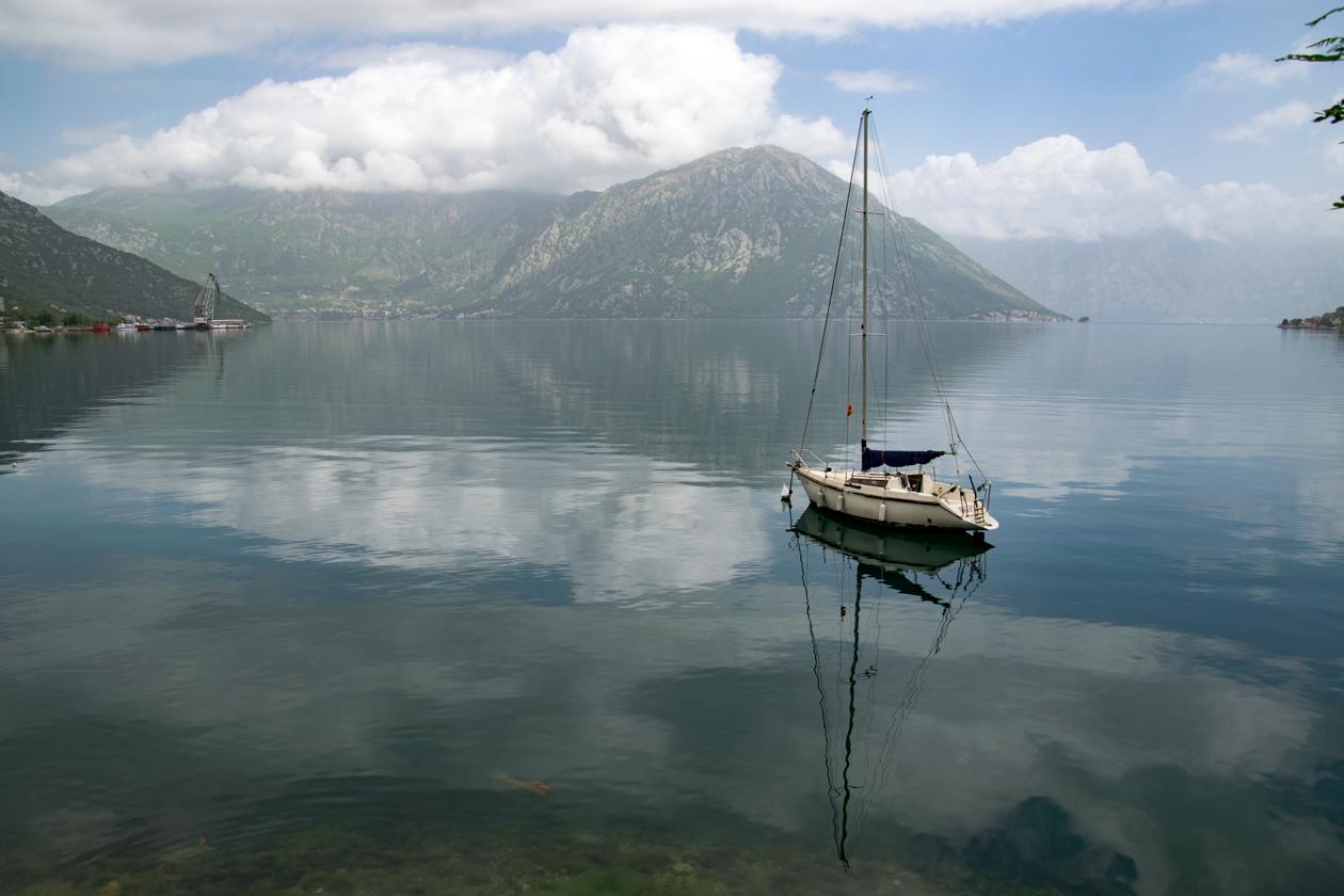 verlaten-boot-baai-van-kotor