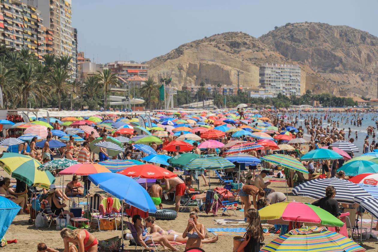 alicante-drukte-op-het-strand