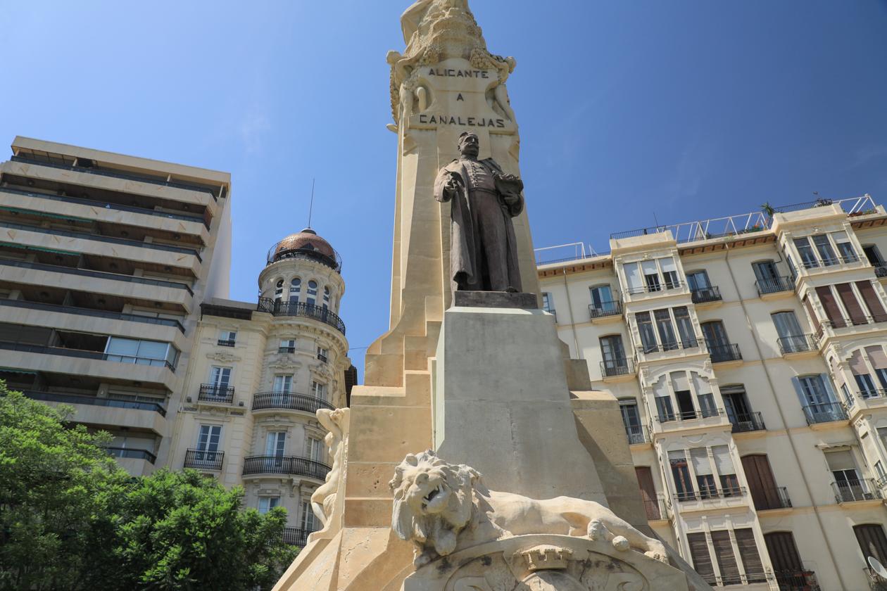 alicante-standbeeld
