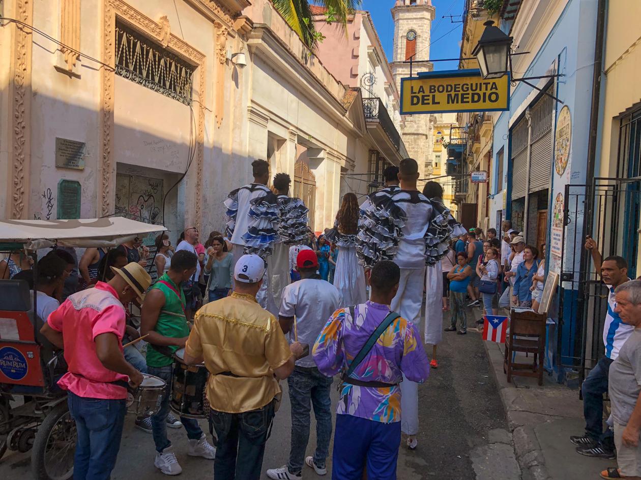 cuba-habana-vieja-straataartiesten