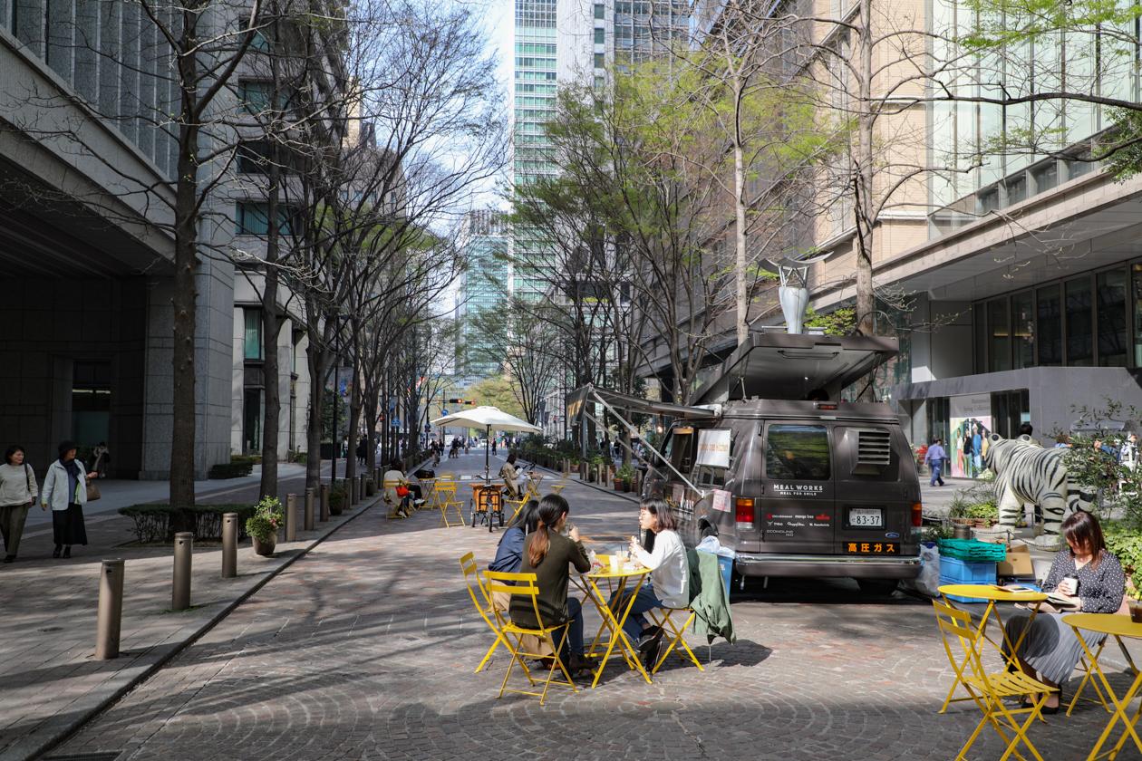 tokyo-terras-op-straat