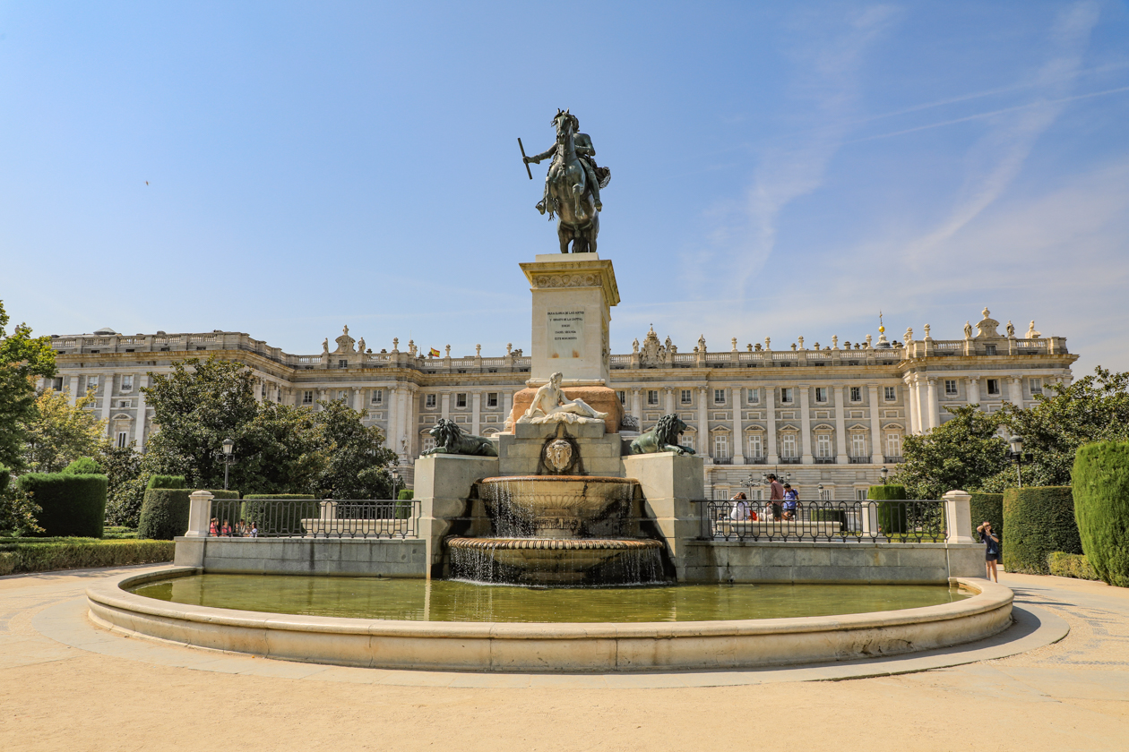 madrid-plaza-de-oriente